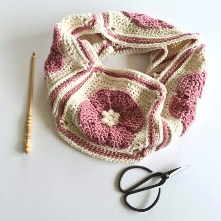 Pink and cream crochet cowl